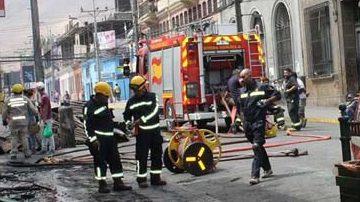 Bomberos de Chile trabajan sin descanso tras el terremoto