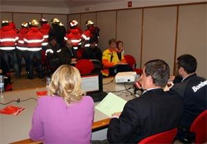 Una treintena de Bomberos irrumpe en un acto en Lleida del director de Emergencias para reclamar efectivos