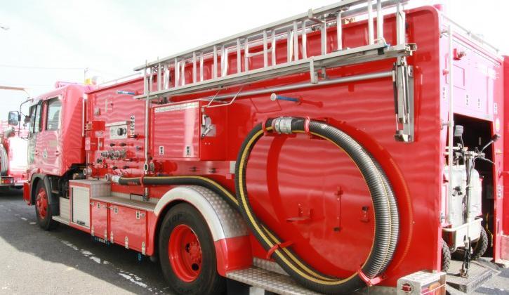 Embajada en Japón recibe donación de vehículos para bomberos del Paraguay