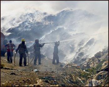 Cuatro bomberos se intoxicaron en un incendio