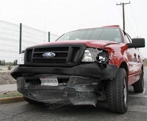 Una camioneta impacta a unidad de bomberos