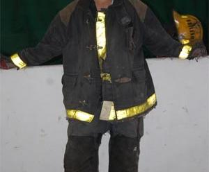 Incendio fatal: Bomberos sufrieron quemaduras
