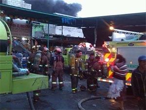 Incendio consume al menos 500 comercios en el mercado de La Terminal