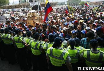 Destrozan locales y unidad de Bomberos en el Táchira