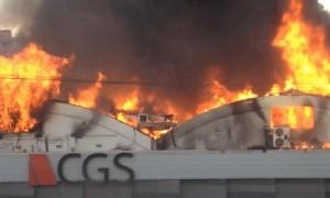 Incendio afecta a dos fábricas y provoca cortes de tránsito en San Joaquín