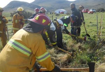 Bomberos se capacitaron en combate de incendio forestal