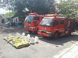 Japón entrega dos motobombas a Bomberos de El Salvador
