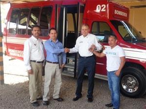 Estrena bomberos unidad de transporte