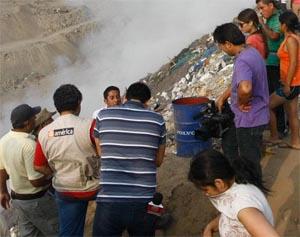 Fuego hirió a 2 periodistas y humo afectó a bomberos