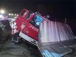Choque entre carro de bomberos de Temuco y un auto dejó 4 heridos