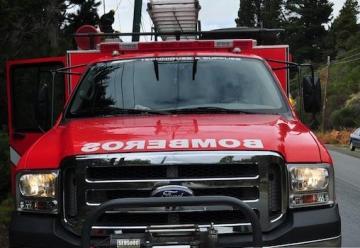 Agreden a bomberos en incendio de vivienda