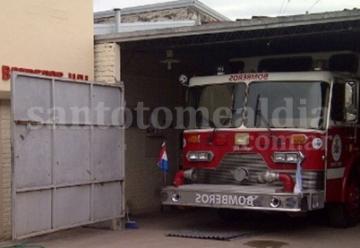 El cuartel bomberos tiene nueva autobomba desde hace dos meses, pero no puede usarla