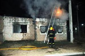 Bomberos de Dos de Mayo salvaron a una familia de morir en un incendio