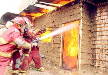 Sullana: Incendio reduce a cenizas más de 60 viviendas