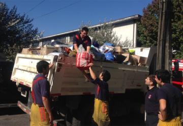 Bomberos de Concepción aportó con un camión cargado con ayuda para Valparaíso