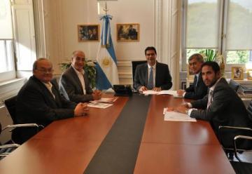 El jefe de gabinete Jorge Capitanich recibió a los Bomberos Voluntarios