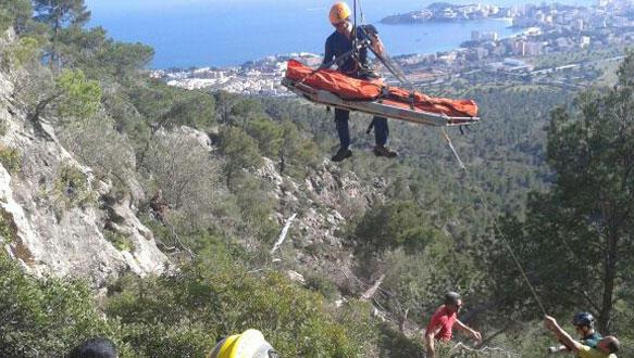 Bomberos rescatan a un escalador accidentado en presa