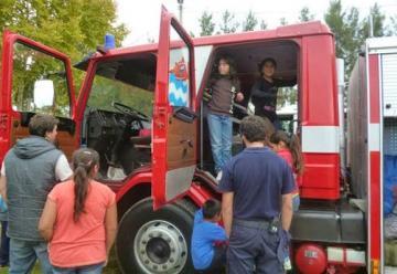 Los Bomberos de Álvarez presentaron la nueva autobomba