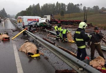 Doble accidente dejó a cuatro bomberos heridos