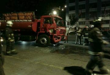 Choque de carros de Bomberos deja a dos bomberos heridos