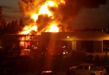 Gran incendio afecta a bodegas en Quilicura