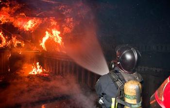 Incendio en fábrica de harina de pescado