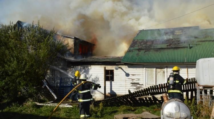 Voraz incendio arraso con dos viviendas