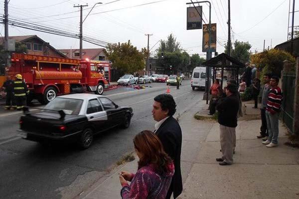 Dos bomberos lesionados en incendio a una importadora en Quilpué
