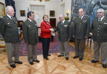 La Presidente Michelle Bachelet recibió a directiva nacional de Bomberos