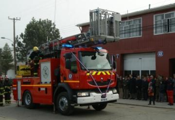 Nuevo carro de bomberos de escala mecánica se inauguró en Natales