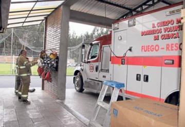 Un grupo de bomberos pide la salida de su comandante