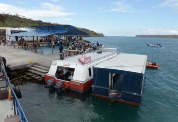 Tres lanchas y un cuartel se suman a bomberos fluviales de Guayaquil