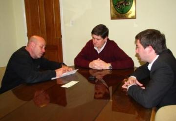 Entregaron un subsidio a los Bomberos Voluntarios de San Cayetano