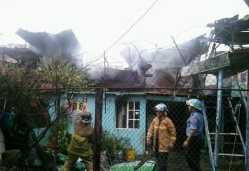Incendio consume tres casas en Viejo Veranillo