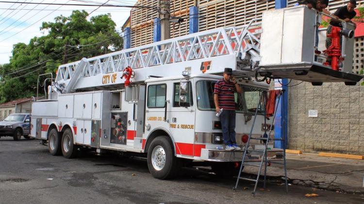El cuerpo de Bomberos SFM adquiere moderno camión-escalera