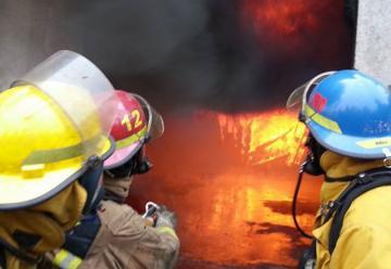 Jornada de capacitación en técnicas de combate y contención de incendios estructurales por ventilación
