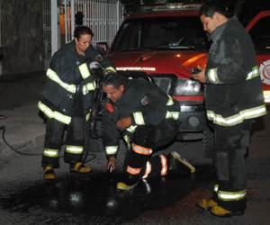 Sufren quemaduras 4 bomberos en explosión