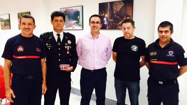 "Donan camión autobomba a la ONG ""Bomberos en Acción"""