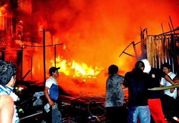 Voraz incendio arrasó el mercado de Chancay