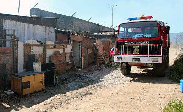 Agreden a bomberos en incendio en la población Orval