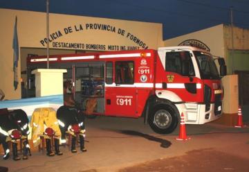 Entregaron moderna una autobomba al Dto de Bomberos Ingeniero Juárez