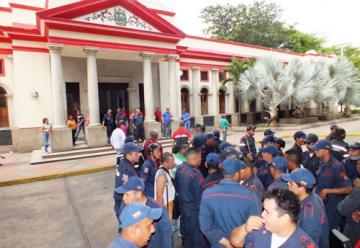 Bomberos de San Juan protestaron en reclamo de pago de deudas