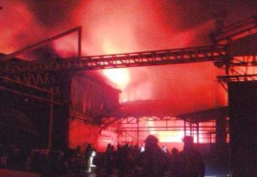 Incendio consumió fábrica de baterías en el noroeste de Guayaquil