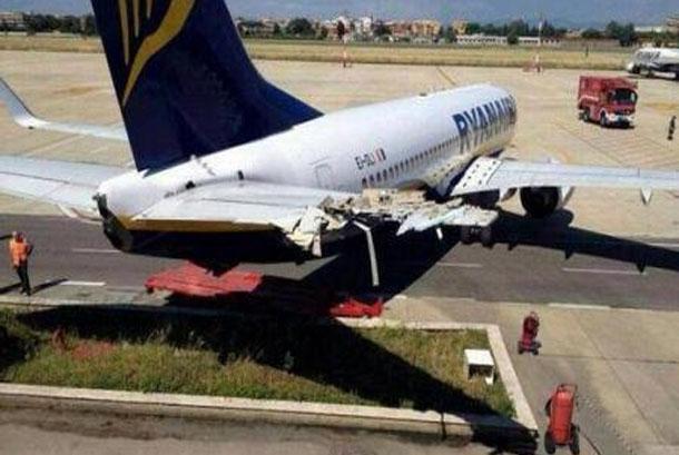 Un Boeing 737 chocó contra un edificio de bomberos