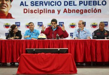 Maduro crea academia de bomberos con rango universitario y aprueba homologación salarial