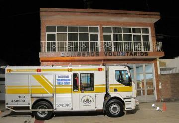 Bomberos Voluntarios de Villa Cañas presento una nueva autobomba O Km
