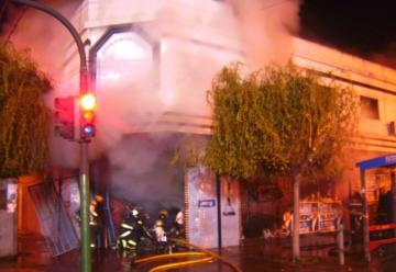Una mujer y su beba murieron al incendiarse comercio en Banfield