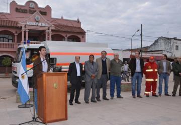 La Provincia reforzó con un camión cisterna a Bomberos Colonia Santa Rosa