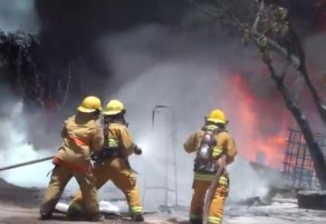 Incendio consume 6 bodegas de combustible ilegal en La Paz Cesar