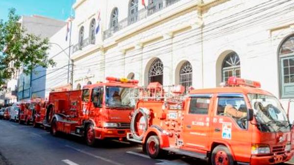 Japón dona vehículos a Bomberos Voluntarios